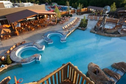 Best hotel pools in the united states for families for Gaylord opryland hotel swimming pool