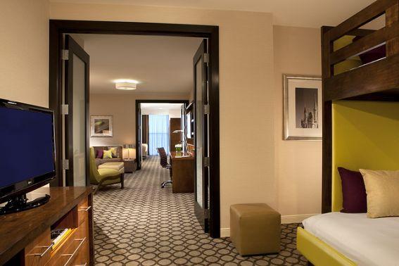 Hotel in Anaheim near Disneyland® - Holiday Inn Anaheim